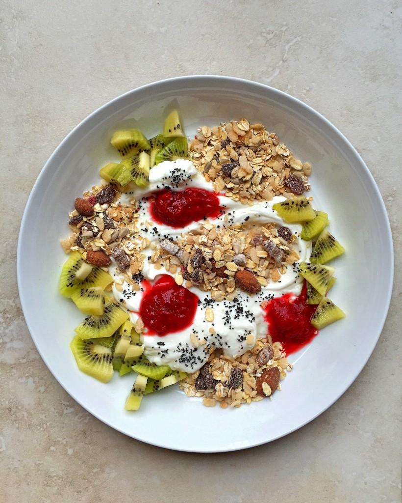 """Kiwi Muesli with Rhubarb-Strawberry """"Jam"""" and Poppy Seeds"""
